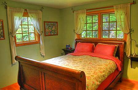 Haunani House Master Bedroom – Colorful Master Bedroom